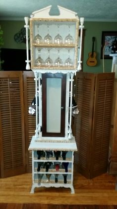 Upcycled grandfather clock to wine rack Repurposed Grandfather Clock, Grandfather Clocks, Furniture Making, Diy Furniture, Clock Painting, Repurposed Items, Chalk Paint Furniture, Shabby, Diy Wood Projects