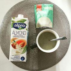 Vår goda matcha green latte som finns i 3 smaker - naturell kakao och vanilj. Blandas med valfri mjölk. Supergott och nyttigt  Repost @annabelleicious by herbalstore.se
