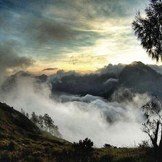 Those #incredible #clouds #crawling into the #crater of #lake #segaraanak - #trekking #indonesia #lombok #mountrinjani #nationalpark #gunungrinjani #naturefinest
