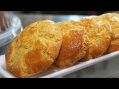 Broa de padaria - YouTube Food And Drink, Cupcakes, Bread, Flowers, Fashion, Conch Fritters, Snacks, Moda, La Mode
