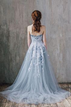 Купить или заказать Свадебное платье Gray-Blue Sky в интернет-магазине на Ярмарке Мастеров. Новая коллекция VESSSNA WEDDING Spring.Summer 2016 Более полугода я создавала мою творческую коллекцию свадебных и будуарных платьев. Платья в наличии, доступны для примерки и покупки. Тем не менее, основное направление моей работы: создание индивидуального платья. Что это значит? Это значит, что мне ценна каждая крупица вашей индивидуальности, вашего характера и вашего вкуса, собирая все это, я…
