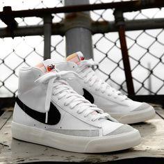 """Restock: Nike Blazer Mid """"White Black"""" Nike Blazer Vintage 77 """"White Black"""" now available online Sneaker Outfits, Nike Outfits, Nike Blazers Outfit, Sneakers Outfit Casual, Converse Sneaker, Black Nike Sneakers, White Fashion Sneakers, Sneakers Mode, Black Nikes"""