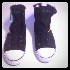 SALE Union Bay geisha high top. Size 8 Gently used high tops by Union Bay. Geisha print, no laces required has clip to keep them closed super cute size 8 Union Bay Shoes Sneakers