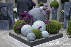 Super Interesting DIY Garden Globes Ideas Related posts:The gypset style, a mix of bohemian and luxury * # Bohemian .Fabulous Outdoor Spaces To Inspire Your Garden Transformation Beautiful Ideas To Beautify Your Terrace. Modern Landscaping, Front Yard Landscaping, Landscaping Ideas, Diy Garden Decor, Garden Art, Topiary Garden, Garden Forum, Garden Globes, Contemporary Garden