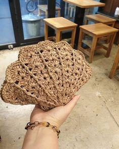 Bag Crochet, Crochet Clutch, Crochet Handbags, Crochet Purses, Crochet Stitches, Free Crochet, Crochet Designs, Crochet Patterns, Simple Bags