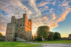 Fortification and self and the thrill of discovery, 21 March, // Rochester Castle Real Castles, Beautiful Castles, Beautiful Places, Rochester Cathedral, Rochester Castle, Photo Chateau, Alnwick Castle, English Castles, Castle Wall