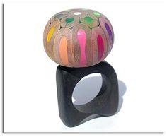 Anillo hecho con lapices de colores.19bis.com