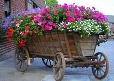 *Farm decor**♥I Saw carts like this at Marberger Antique Fair in Texas.Should have bought one when I saw it.Gorgeous display!!