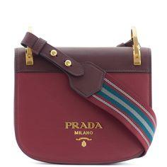 'Pionnière' bordeaux leather shoulder bag from Prada 100% calfskin Color: bordeaux Made in Italy Measures: H 15.5 X W 20 X D 5 cm