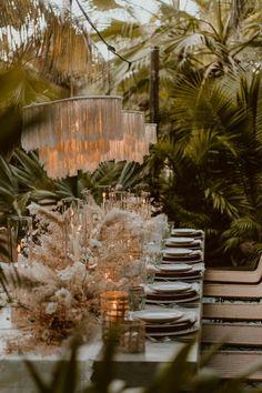 Tropical Wedding Dinner at Acre, Baja mariage boho-oriental - Boho Wedding Wedding Dinner, Boho Wedding, Destination Wedding, Dream Wedding, Fall Wedding, Bohemian Wedding Decorations, Lilac Wedding, Party Wedding, Wedding Bouquet