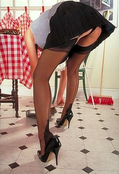 schamlippen beringt strapse und high heels