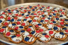 Bits Of Everything: Patriotic Pretzel Hugs