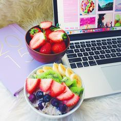 Lazy mornings spent eating blueberry oats + strawbs, planning stuff and answering questions  Hope the sun comes out today  (at the-peachy-pear.tumblr.com)