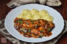 Escalop de pui cu ciuperci | CAIETUL CU RETETE Salad Sauce, Romanian Food, Spinach Stuffed Chicken, Food Inspiration, Slow Cooker, Goodies, Food And Drink, Yummy Food, Beef