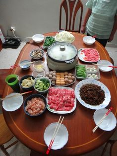 Steamboat (hotpot) at home on the first day of Chinese New Year - always love the variety! Healthy Cooking, Cooking Recipes, Healthy Recipes, Healthy Food, Shabu Shabu Recipe, Korean Bbq At Home, K Food, Family Fresh Meals, Hot Pot