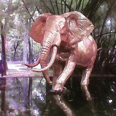 En la caminata por el parque Los Caobos luego de una interesante tarde en el Museo de Bellas Artes con Vero. Nos topamos con este lindo elefante dorado rodeado de verde sobre un espejo de agua #Caracas #Venezuela #MalaCamara #BadCamera #instalike #instadaily #instafoto #instapic #foto #fotografosDeCaracas #FotografosDeVenezuela #igers #igersven #igersvzla #instamood #instahub #instacool #instagood #zeuscronos