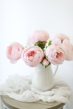Find beautiful artificial wedding flowers, like this soft pink silk peony with a bud. A pretty pastel color for your DIY spring flower bouquets! Light Pink Tall x Bloom Silk Wired Stem Shop All Silk Peonies Pastel Flowers, Fake Flowers, Silk Flowers, Pastel Pink, Pretty Pastel, Beautiful Flowers, Light Pink Flowers, Spring Flower Bouquet, Spring Flowers