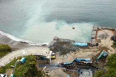 Baie de Shizugawa, construction côtière près d'une station balnéaire. 2015. Fukushima
