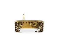 This brass bathtub is inspired in the KOI Carp, a recurring symbol of Japanese culture highly appreciated by its decorative purposes. Its natural color mutations reveal their capacity to adapt just like the KOI bathtub fits in any luxury bathroom. (=)