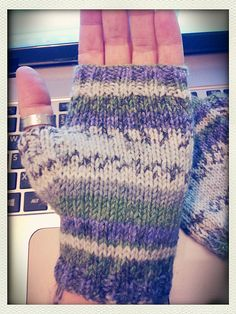 Nice little fingerless gloves that knit up really fast, and look great in Sirdar's self-patterning yarn.