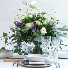 Billedresultat for keramik bryllup bord Best Day Ever, Glass Design, A Table, Glass Vase, Table Settings, Table Decorations, Instagram Posts, Plants, Wedding