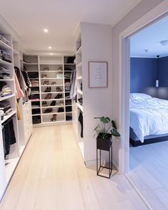 Best Apartment Closet Decor Walk In 23 Ideas Walk In Closet Design, Bedroom Closet Design, Master Bedroom Closet, Closet Designs, Walk In Closet Ikea, Bedroom Closets, Dream Closets, Closet Doors, Diy Bedroom