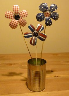 Make patriotic flowers from water bottles - get instructions over on our blog