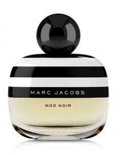 Mod Noir by Marc Jacobs for women: an airy gardenia scent (the favorite flower of the designer). Its floral-musky composition opens with dewy greens that are enhanced with citrusy nuances of clementine and yuzu. The heart captures fresh gardenia petals enhanced with white flowers such as magnolia, water lily and tuberose. The base reveals notes of creamy musk, sensual and long-lasting, and an unusual combination of orange blossom and nectarine.