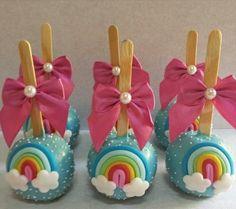 .candy apples Chocolate Covered Treats, Chocolate Covered Strawberries, Rainbow Unicorn Party, Unicorn Birthday Parties, Caramel Candy, Caramel Apples, Rainbow Candy, Rainbow Theme, Cake Original