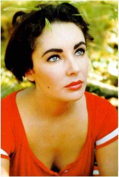 Elizabeth Taylor. Love her makeup