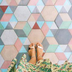 Un piso geométrico y colorido  Regram @romanalilic desde Cabo San Lucas #pisosmex #pisosmexicanos by pisosmex