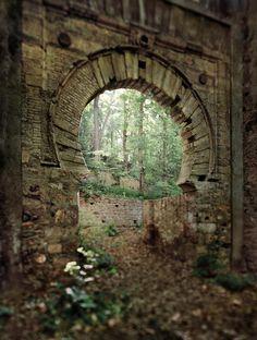 La puerta de Bibarrambla. Una visión inédita de la Alhambra por Jean Laurent y Fernando Manso. Fotografía © Fernando Manso. Cortesía Museo Arqueológico Nacional.
