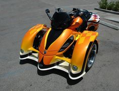 West Coast Customs style Can Am Spyder Scooter Bike, Trike Motorcycle, West Coast Customs, Luxury Automotive, Can Am Spyder, Reverse Trike, Tire Pressure Monitoring System, 3rd Wheel, Hot Bikes