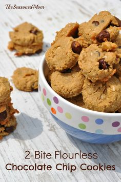 2 Bite Flourless Chocolate Chip Cookies: a healthy snack or treat for you and your kids! You'll never guess the secret (healthy) ingredient! Healthy Dessert Recipes, Gluten Free Desserts, Healthy Desserts, Cookie Recipes, Fun Recipes, Paleo Dessert, Healthy Baking, Healthy Foods, Sweet Recipes