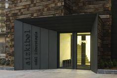 Office entrance, modern entrance, entrance design, entrance doors, porte co Apartment Entrance, Office Entrance, Modern Entrance, Entrance Design, Facade Design, Entrance Doors, Exterior Design, Garage Doors, Detail Architecture