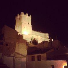 Ruta #nocturna #Villena #castillo Murcia, Alicante, Mount Rushmore, Mountains, Nature, Travel, Hotels, Restaurants, Wine Cellars