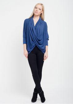 Brise, bluză cu decolteu amplu și mâneci medii, albastră