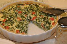 Quiche sind würzig gefüllte Kuchen, die ursprünglich aus dem französischen Lothringen stammen. Ähnlich wie bei einer Tarte wird für die Quiche ein Mürbteig in einer runden, flachen Form gebacken. …