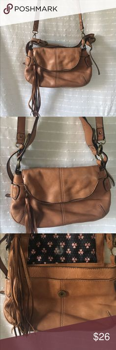 Lucky Brand leather cross body purse light brown Lucky Brand genuine leather cross body Handbag! This bag is beautiful and the leather is in wonderful condition. There is some stain on the back of the bag from rubbing on jeans, but you can't see it when using the bag. There is also a small stain underneath the first pocket on the front.  Measurements:  • handle: 41 1/2in (Adjustable)  • Width: 3in wide • Depth: 7in deep Lucky Brand Bags Crossbody Bags