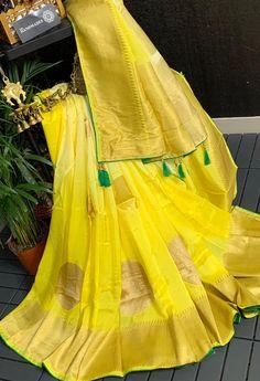 Kora Silk Sarees, Crepe Silk Sarees, Banaras Sarees, Silk Saree Kanchipuram, Indian Silk Sarees, Chiffon Saree, Saree Design Patterns, Saree Kuchu Designs, Fancy Sarees Party Wear