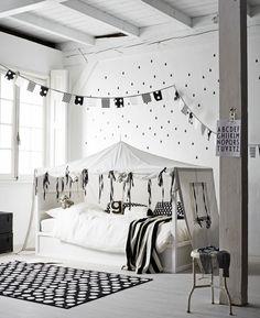 Nordic black and white kura bed hack