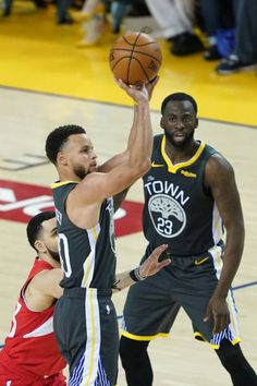 Steph Curry Divulges On One Of His Biggest Goals For Next Season - Dr Wong - Emporium of Tings. Stephen Curry Pictures, Golden State Warriors Pictures, Basketball Skills, Andre Iguodala, Best Seasons, Web Magazine, Big Challenge, Kevin Durant, Best Player