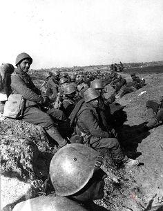 Guerra civil. Soldados en descanso en el Frente de Belchite