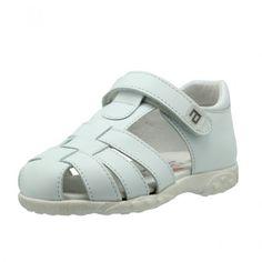 La utilización de pieles naturales en el calzado infantil le confiere un alto nivel de confort y flexibilidad, tan importante en la salud sus pies.