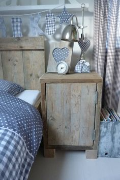 Rustic furniture and spotty prints gives this room a country feel. Scaffolding Wood, Deco Kids, Country Blue, Kidsroom, My New Room, Beautiful Bedrooms, Boy Room, Cottage Style, Girls Bedroom