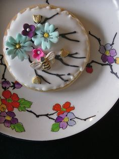 bee cookie by nice icing, via Flickr