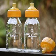 Quoddle Plastic Free Baby Bottle - An all natural Slow Flow Newborn nursing bottle that is completely plastic free and made from borosilicate glass and pure hevea rubber. With an easy to attach teat, free from hardening agents and any harmful chemical compounds and perfectly shaped for composite or bottle feeding. All components are free of BPA, polycarbonates, phthalates and PVC #plasticfree #plasticfreebabybottle #zerowaste #aff