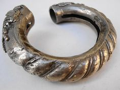 Bracelet silver, from Rahjastan, with diagonal decoration and two Garuda heads, aprox. 80 years old ...