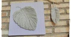 ¡¡Hola manitas!! Siguiendo las tendencia en decoración, hoy os traigo unas Hojas o Plumas hechas en Macramé, luciéndolas en una base entelada. Estas hojas o plumas se pueden hacer con hilo, lana, cuerda, trapillo..... de diferentes tamaños, colores, para decorar una estancia de nuestra casa, como complemento para nuestros bolsos, en atrapasueños e incluso en ... Burlap Crafts, Trends, Macrame, Kids Rugs, Diy, Base, Home Decor, Ideas, Beautiful