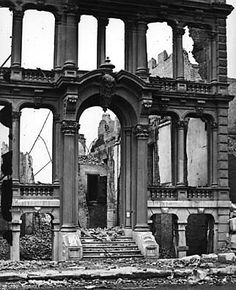 Ruins of a building after The Great Chicago Fire